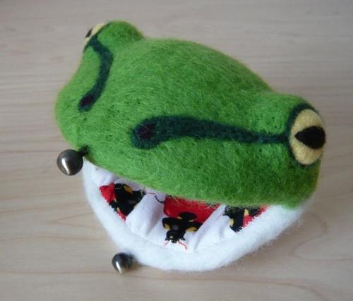 蛙のがま口(模様付き)